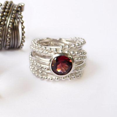 Perlreihenring Silber, Granat