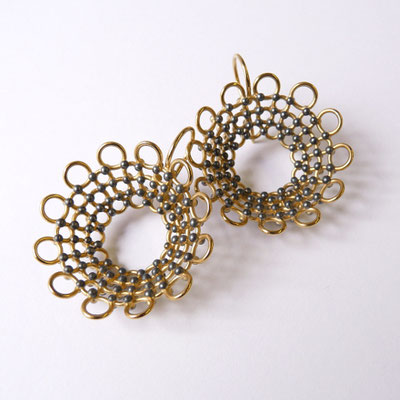 Ohrhänger, rund, konisch, Silber goldplattiert und geschwärzt