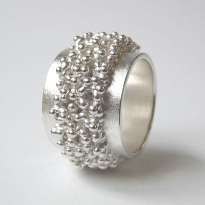 Bandring glatt, mit Struktur in der Mitte, Silber