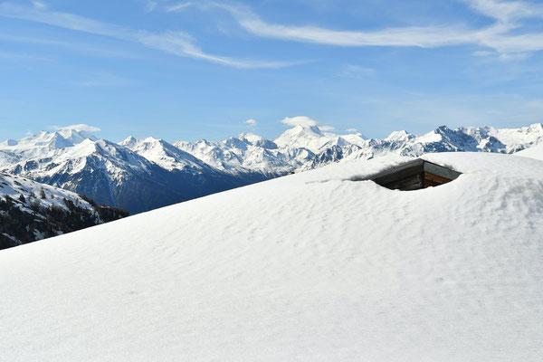 Chalet sous la neige, Alpes suisses, Valais (mai 2016)