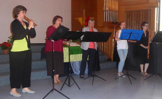 Ilse Nadler und ihre Flötengruppe