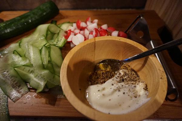 Rezept raffinierter Feldsalat mit Radieschen und Joghurt Senf Dressing