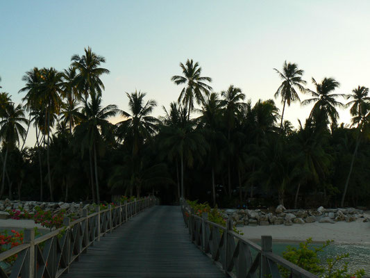 Mabul, sea-bungalow wood bridge
