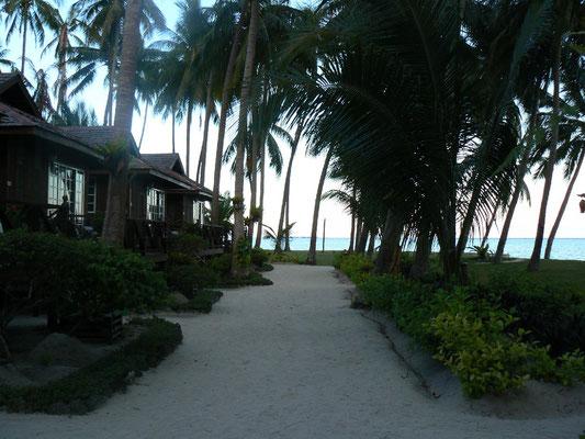 Mabul, bungalow path