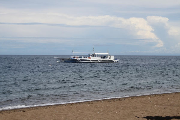 Dauin, dive boat