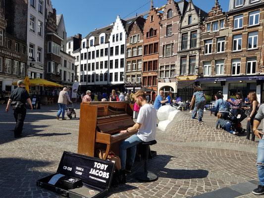 street musician groote market