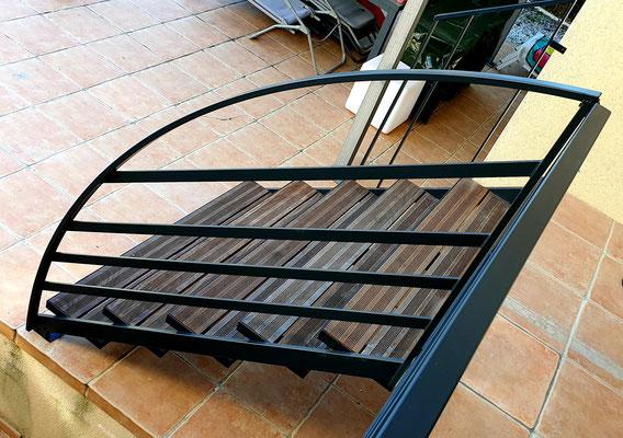 Escalier limons latéraux et garde-corps sur mesure thermolaqué 7016 Toulouse