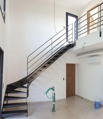 Escalier tout metal stylisé