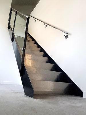 Escalier metal marche pliées