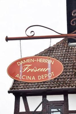 Das Altstadtfriseur Johann Straßenschild in Langen