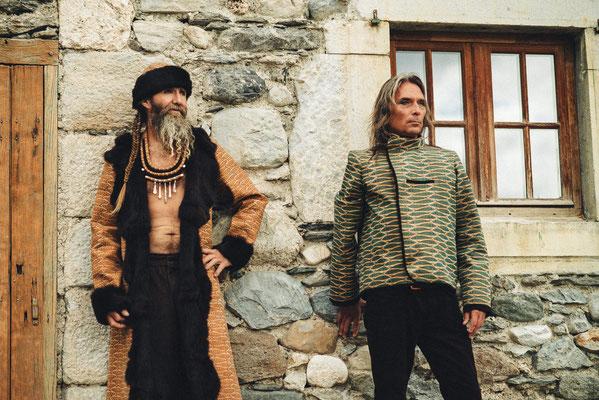 vestes et chapka en liège et fourrure recyclée Capucine panfiloff. Pantalon  en velours capucine Panfiloff