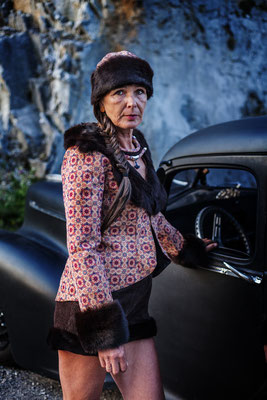 veste et chapka en liège et fourrure recyclée Capucine panfiloff. Short en velours capucine Panfiloff
