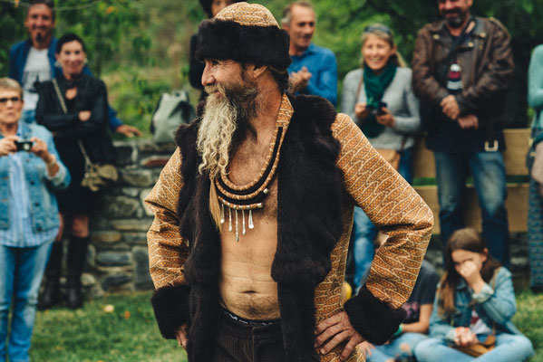 veste et chapka en liège et fourrure recyclée Capucine panfiloff. Pantalon  en velours capucine Panfiloff