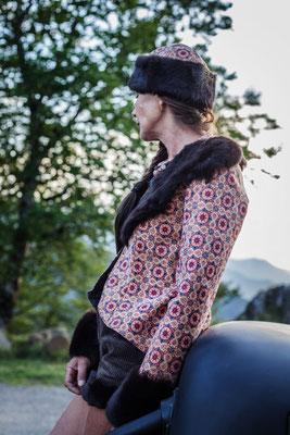 Vestes et chapka en liège et fourrure recyclée capucine Panfiloff. Short en velours Capucine Panfiloff
