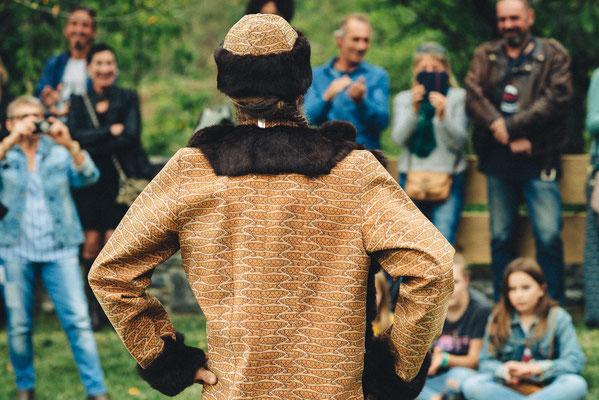 veste et chapka en liège et fourrure recyclée Capucine panfiloff.