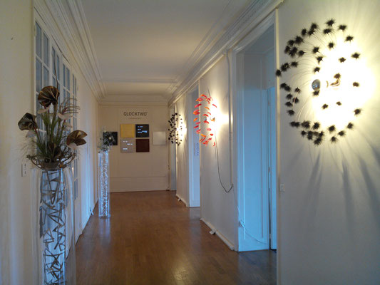 Feather lamps by Plumavera, floral design by Ikibyka.
