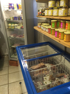 Fleisch- und Milchprodukte aus der Kühltruhe