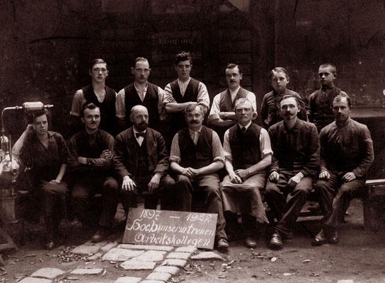 1922 Leopold Löblich ujnd die Mitarbeiter der Werkstätte/Verzinnerei