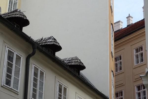 Hier ist es - das mit Holzschindeln gedeckte Haus!!