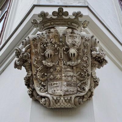 Spannend - da müsste man jetzt wissen, was für ein Wappen das ist!