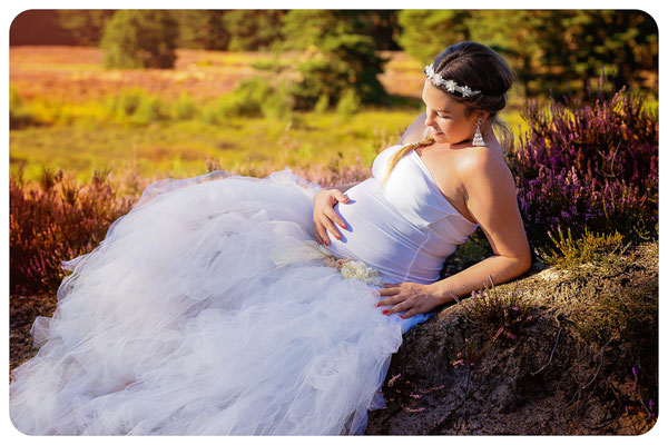 kugelrunder Babybauch in der Gifhorner Heide, Fotograf Braunschweig