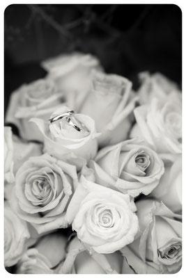 Hochzeitsbilder, Brautstrauß, Eheringe, Fotoshooting Hochzeit, Hochzeitsportrait, Hochzeitsreportage, Hochzeitsfotograf Braunschweig