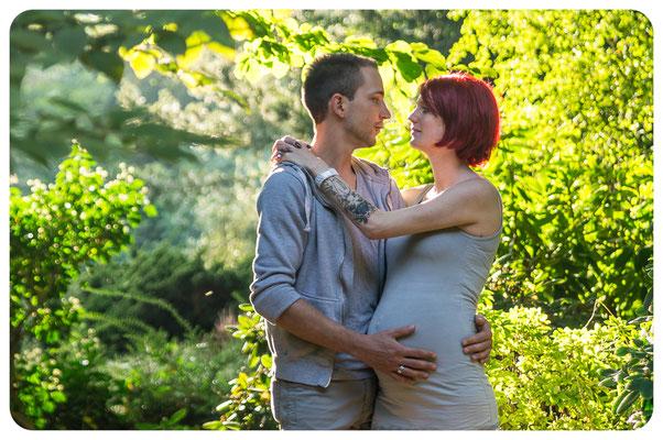 Schwangere mit Partner im botanischen Garten, Fotograf Braunschweig