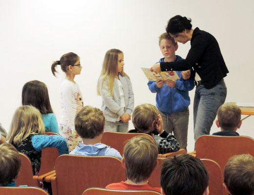 Gerne setzt die Autorin auch die Kinder in Szene