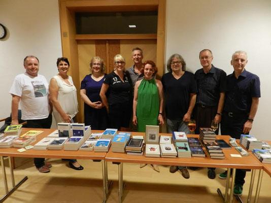 Die Autorin mit Kolleginnen bei der Kriminacht Nussdorf 2015