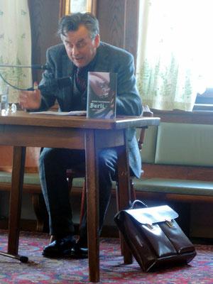 Johannes Silberschneider bei der Buchpräsentation in Zell am Moos