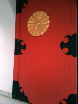赤間神宮水天門の扉の写真