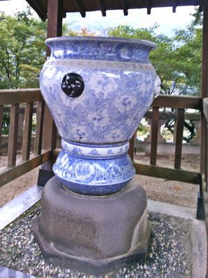 陶山神社磁器製大水瓶の写真