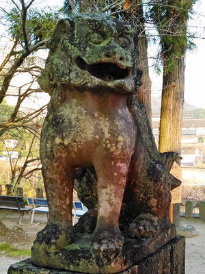 與止日女神社の狛犬阿形の写真