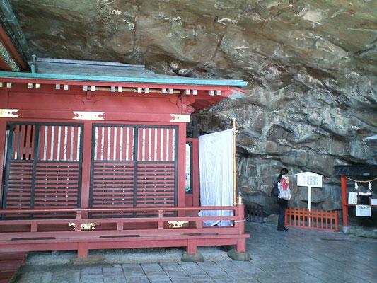 鵜戸神宮本殿右側の風景の写真