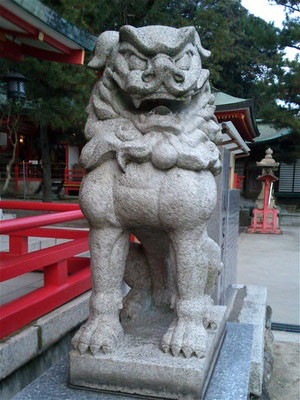赤間神宮拝殿前の狛犬阿形の写真