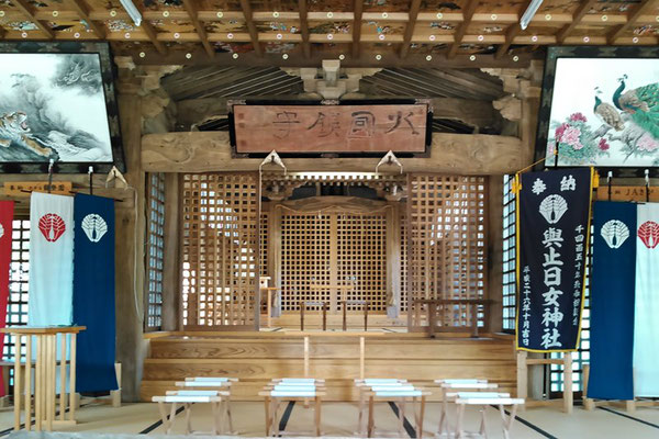 與止日女神社拝殿の中の写真