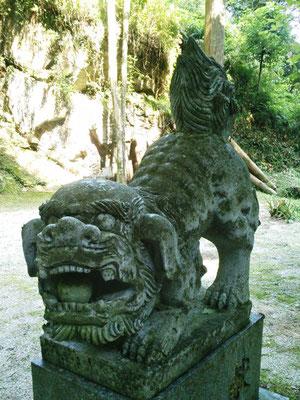 後鳥羽神社の狛犬阿形の写真