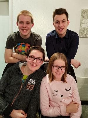 Unsere junge Truppe (hinten: Colin und Kerim, von links / unten: Kian und Vivien)