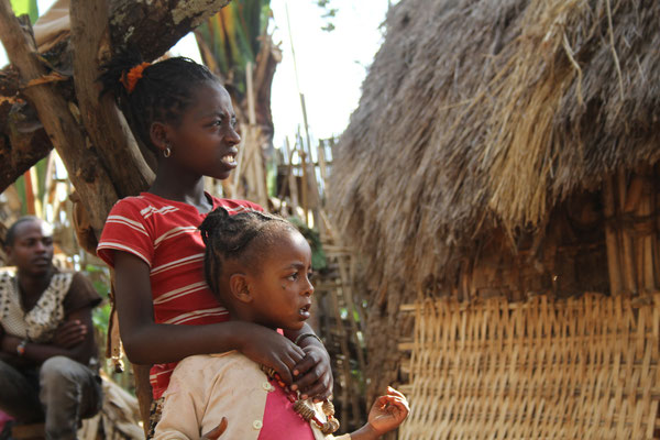дети в деревне Дорзе