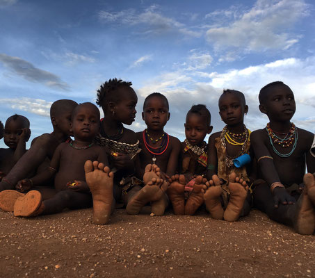 дети в деревне племени Хамер