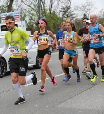 Die zwei schnellsten Österreicherinnen Conny Köpper und Karin Freitag (am Schluss vorne) liefen lange Zeit gemeinsam.