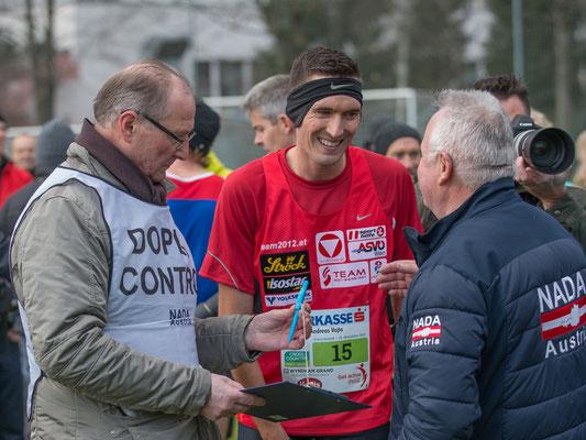 Im Ziel Aufforderung zur Dopingkontrolle an Andreas Vojta. Der Moment, den manche andere Sportler fürchten...