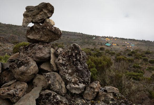 unser Lager hinter den Steinmännchen