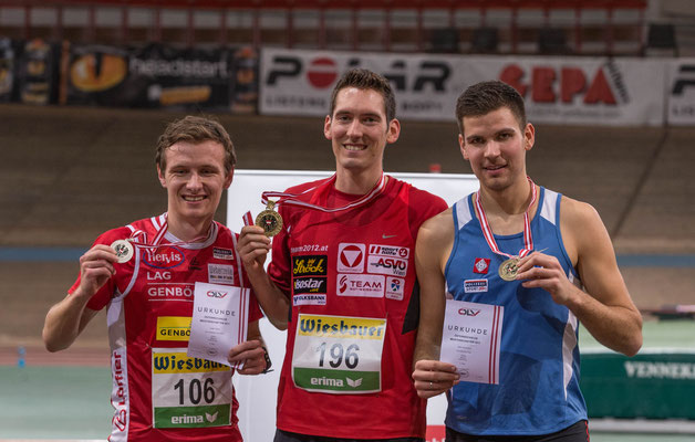 das Siegespodest der Männer des 3000m-Rennens mit Jürgen Aigner (2.), Andreas Vojta (1.) und Mario Bauernfeind (3.)