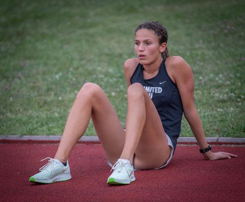 Mona Kohn konzentriert vor dem 800m Rennen