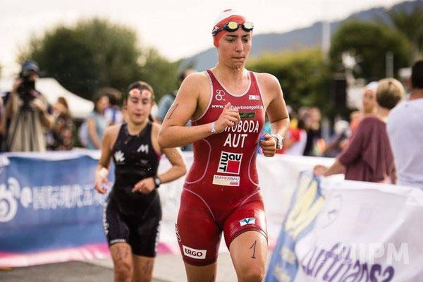 Anna Swoboda auf der Laufstrecke