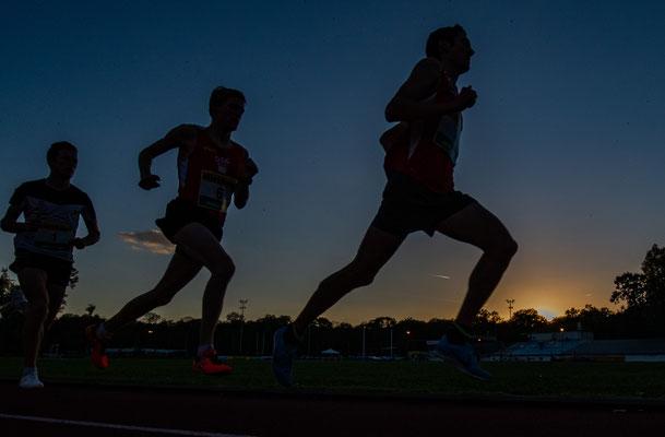 Lauf in den Sonnenuntergang - Andreas Vojta und Stephan Listabarth