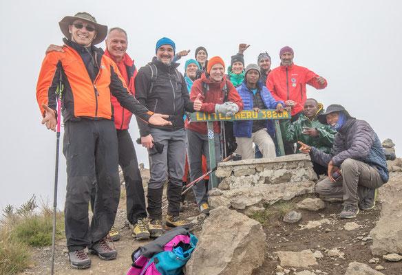 Am Gipfel des Little Meru (3820m), immerhin höher als der Großglockner