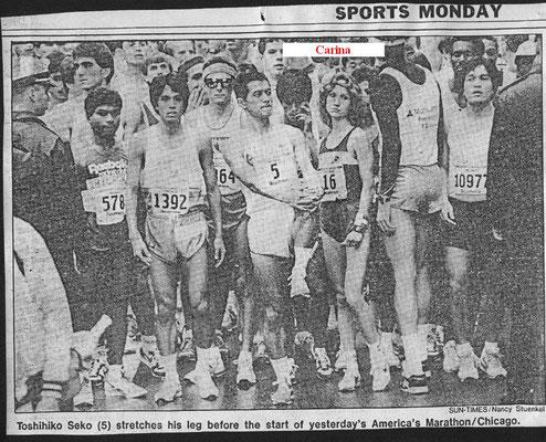 Carina am 26.10.1986 am Start des Chicago-Marathons direkt neben dem Männer-Sieger Toshihiko Seko, wo sie in 2:37:09 Österreichischen Rekord fixierte