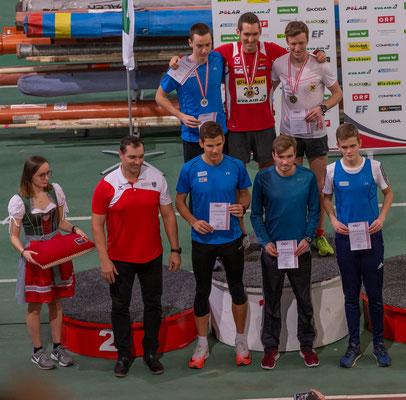 Die Siegerehrung des 1500m Laufes der Männer mit Andreas Vojta als Sieger. Foto natürlich brav von der Tribüne...